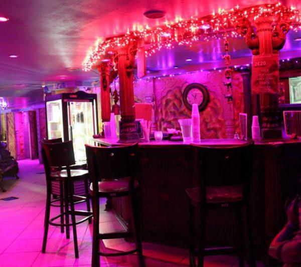 enjoy drinks at the bar – suncity sauna gay